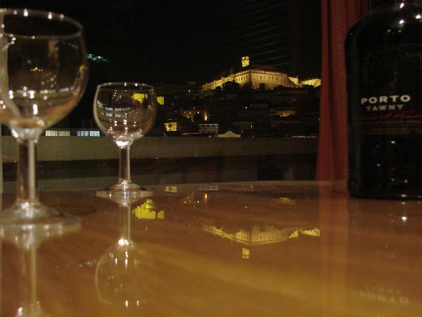 Vinho do Porto no bar do hotel em Coimbra