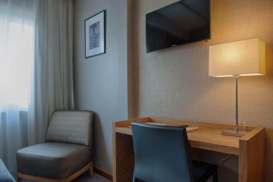 hotelzimmer im zentrum von coimbra. Black Bedroom Furniture Sets. Home Design Ideas