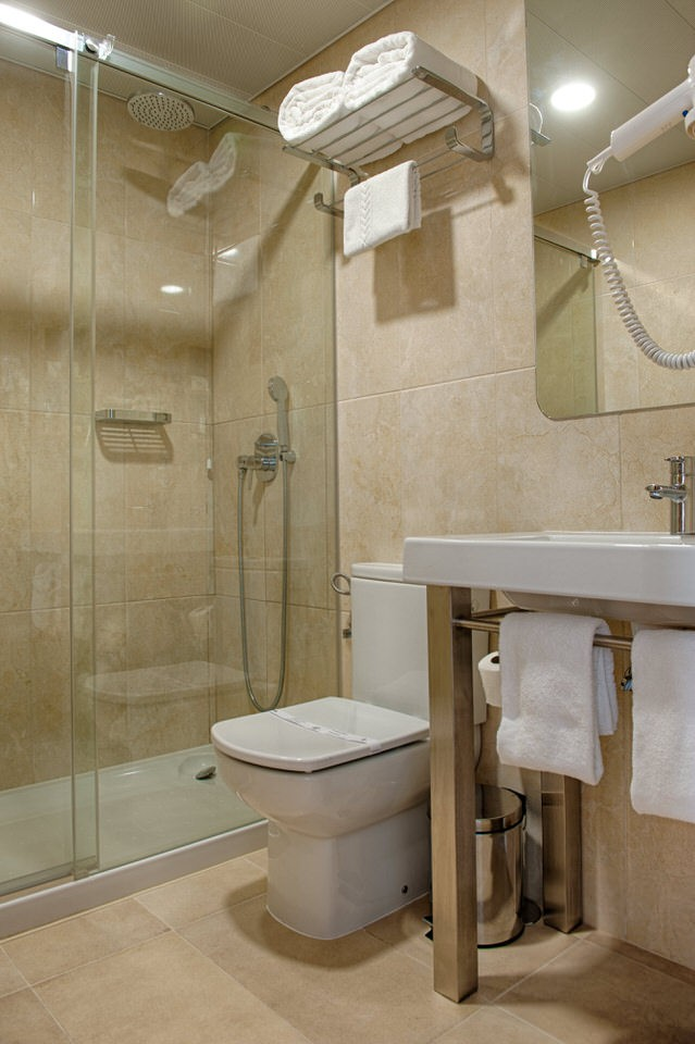 Baño Habitacion Superior Hotel Oslo