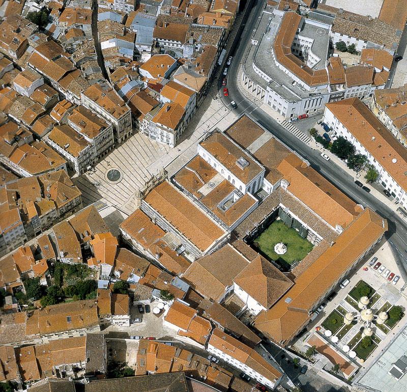 Vista da Baixa tradicional de Coimbra. A área que rodeia o Hotel Oslo Coimbra.