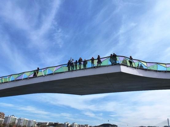 A bela e romântica ponte Pedro e Inês sobre o Rio Mondego