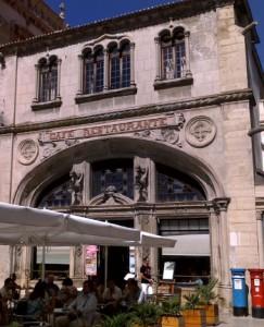 Esplanada do café Santa Cruz em Coimbra