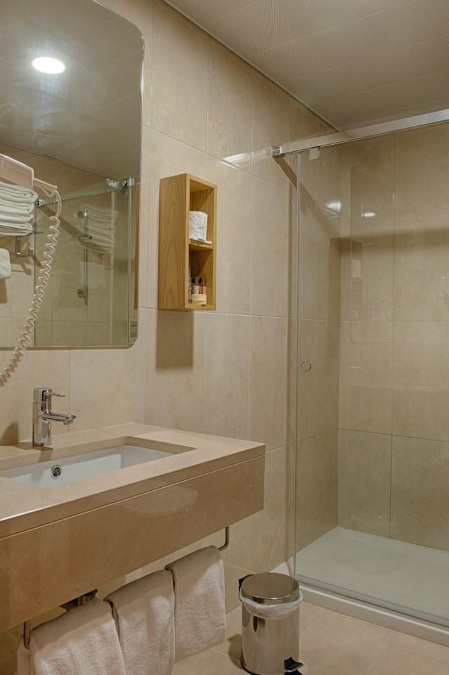 Bathroom Hotel Oslo Coimbra